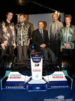 Heinz-Harald Frentzen, Peter Sauber and Nick Heidfeld wear local suits