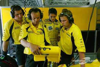 Giancarlo Fisichella and Jordan team members