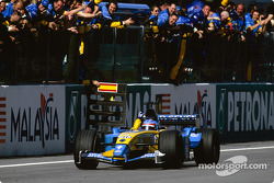 Fernando Alonso takes checkered flag for third place