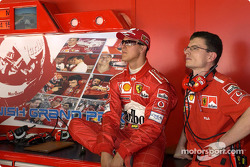 Michael Schumacher and Chris Dyer watch qualifying