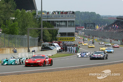 Cars leave for pace lap