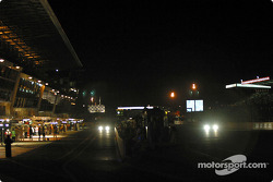 Lights on pitlane and front straight