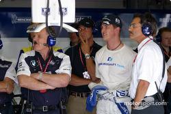 Patrick Head, Ralf Schumacher and Mario Theissen watch Juan Pablo Montoya's qualifying lap