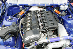 Looking in the engine bay of Nic Jonsson's Tecmark Auto Sport BMW 325Ci