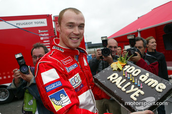 Richard Burns celebrates his 100th World Championship rally