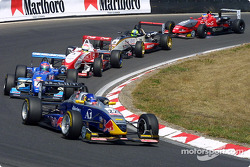 The start: Christian Klien leads the field