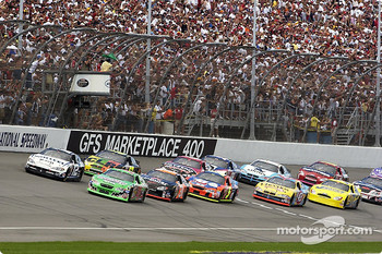 Start: Bobby Labonte and Ryan Newman lead the field