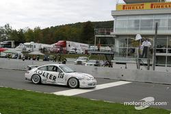 White flag for #119 Doncaster Racing Porsche GT3 Cup: Robert Julien, Jean-François Dumoulin