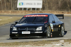 Volker Strycek tests the Opel Vectra GTS V8 DTM