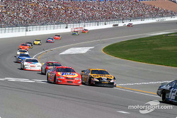 Ricky Craven and Matt Kenseth go two wide at the line
