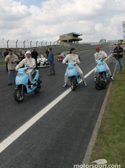 Paul Belmondo, Claude-Yves Gosselin and Marco Saviozi on their mopeds