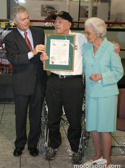 Papa Joe Hendrick award event: Governor of North Carolina Michael F. Easley presents Papa Joe and Mary T. Hendrick with the Order of the Long Leaf Pine