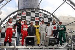 Participating drivers: Cristiano da Matta, Zsolt Baumgartner, Luca Badoer, Nigel Mansell, David Coulthard, Juan Pablo Montoya, Jenson Button and Martin Brundle
