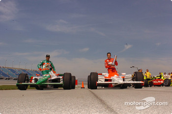Front row for the Delphi Indy 300 at Chicagoland Speedway: pole winner Helio Castroneves with Tony Kanaan