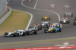 Start: Ralf Schumacher ahead of David Coulthard