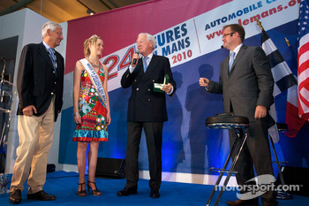 ACO annual press conference: ACO President Jean-Claude Plassart gives the Spirit of Le Mans Award to Roland du Luart, President of the Syndicat Mixte des 24 Heures du Mans in company of the charming Miss 24 Hours of Le Mans 2010