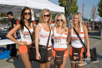 Lovely Hooters girls