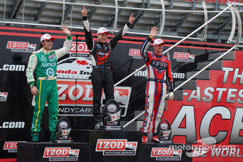 Podium: race winner Will Power, Team Penske, second place Dario Franchitti, Target Chip Ganassi Racing, third place Ryan Hunter-Reay, Andretti Autosport