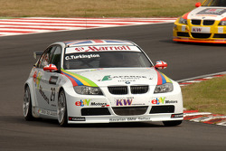 Colin Turkington leads Mehdi Bennani