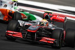 Lewis Hamilton, McLaren Mercedes leads Vitantonio Liuzzi, Force India F1 Team