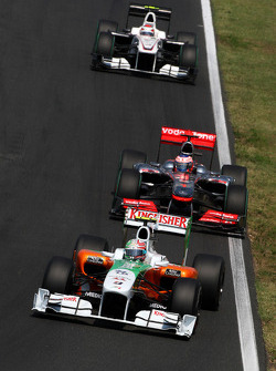 Vitantonio Liuzzi, Force India F1 Team leads Jenson Button, McLaren Mercedes