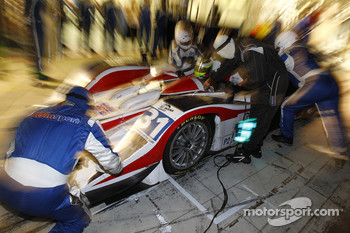 Pit stop for #31 RLR msport MG Lola EX265 - AER: Barry Gates, Rob Garofall, Warren Hughes