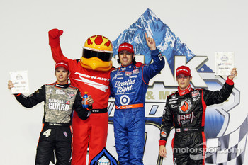 Podium: race winner Dario Franchitti, Target Chip Ganassi Racing, second place Dan Wheldon, Panther Racing, third place Marco Andretti, Andretti Autosport