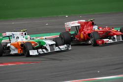 Fernando Alonso, Scuderia Ferrari and Vitantonio Liuzzi, Force India F1 Team