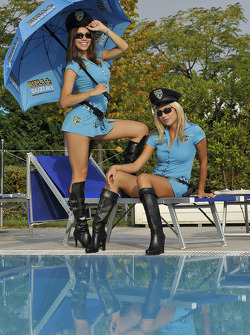 The charming Rizla Suzuki girls