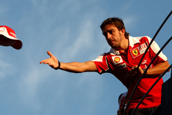 Ferrari team celebration: race winner Fernando Alonso throws his hat