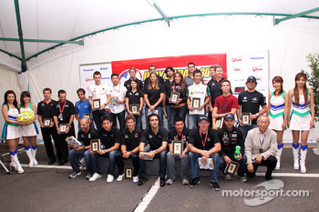 Group shot of the IndyCar Series drivers