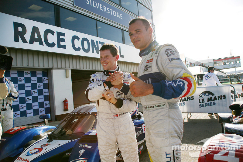 Race winner Anthony Davidson celebrates with Stéphane Sarrazin