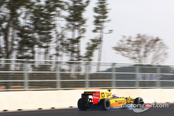 Vitaly Petrov, Renault R30 locks up under braking