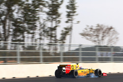 Vitaly Petrov, Renault R30 locks up under braking