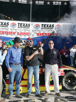 Pole winner Elliott Sadler, Richard Petty Motorsports Ford