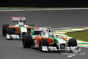 Vitantonio Liuzzi, Force India F1 Team leads Adrian Sutil, Force India F1 Team