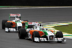 Vitantonio Liuzzi, Force India F1 Team leads Adrian Sutil, Force India F1 Team