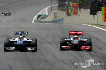 Nico Hulkenberg, Williams F1 Team and Lewis Hamilton, McLaren Mercedes