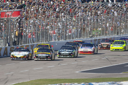 Start: Elliott Sadler, Richard Petty Motorsports Ford and Greg Biffle, Roush Fenway Racing Ford lead the field