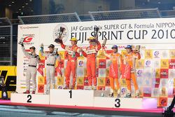 Podium GT300: race winners Tetsuya Tanaka and Katsiyuki Hiranaka, second place Kazuki Hoshino and Masataka Yanagida, third place Takuto Iguchi and Yuji Kunimoto
