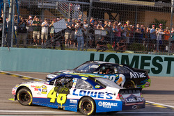 NASCAR Sprint Cup Series 2010 champion Jimmie Johnson, Hendrick Motorsports Chevrolet and race winner Carl Edwards, Roush Fenway Racing Ford celebrate