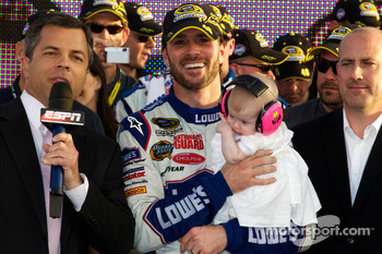 Championship victory lane: NASCAR Sprint Cup Series 2010 champion Jimmie Johnson, Hendrick Motorsports Chevrolet celebrates with daughter Genevieve Marie
