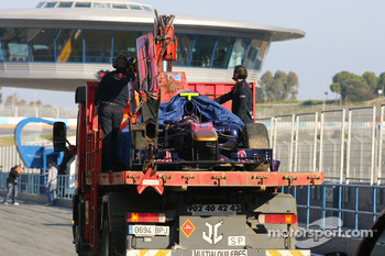 Jaime Alguersuari, Scuderia Toro Rosso stopped on the circuit