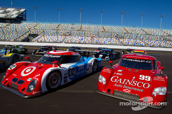 #02 Chip Ganassi Racing with Felix Sabates BMW Riley and #99 GAINSCO/Bob Stallings Racing Chevrolet Riley