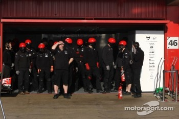 Virgin F1 Team mechanics
