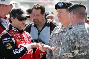 Tony Stewart, Stewart-Haas Racing Chevrolet is speaking with US Army Soldiers