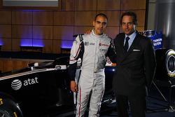 Pastor Maldonado, Williams FW33 Cosworth and Adam Parr, CEO, Williams F1