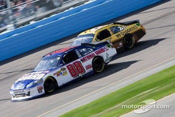 Dale Earnhardt Jr., Hendrick Motorsports Chevrolet and David Ragan, Roush Fenway Racing Ford