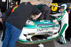Dale Earnhardt Jr., Hendrick Motorsports Chevrolet helps his crew on his damaged car
