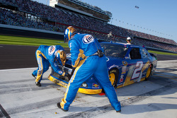 Pit stop for Brad Keselowski, Penske Racing Dodge